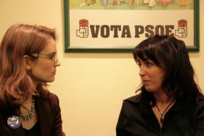 A la izquierda, Milli Legrain con la entrevistadora